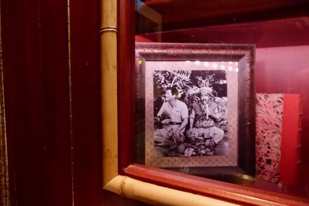 Best Bars and Lounges at Disneyland - Trader Sam's - Robinson Caruso