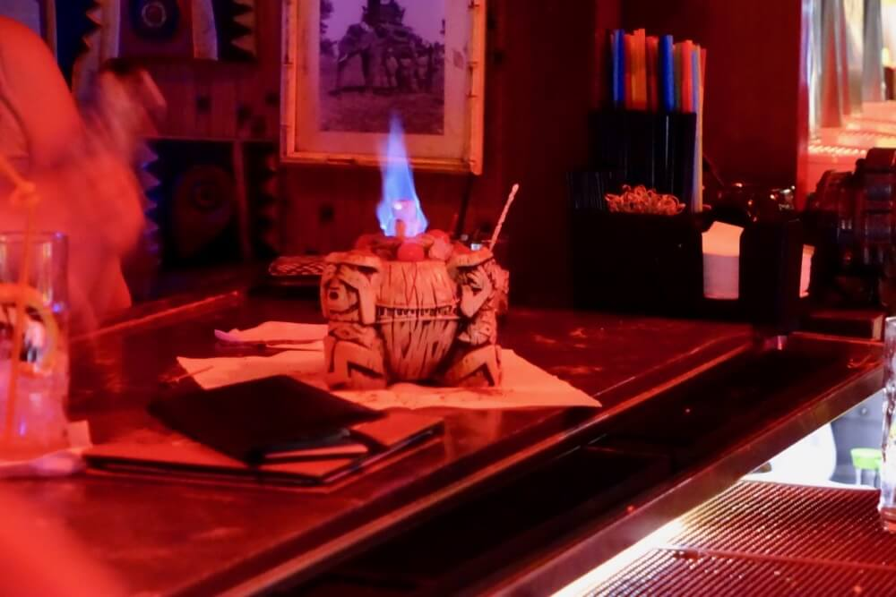 Best Bars and Lounges at Disneyland - Trader Sam's - Uh Oa