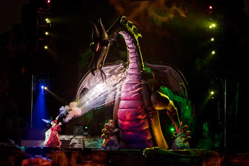 New Disneyland Fantasmic! - Mickey and Dragon