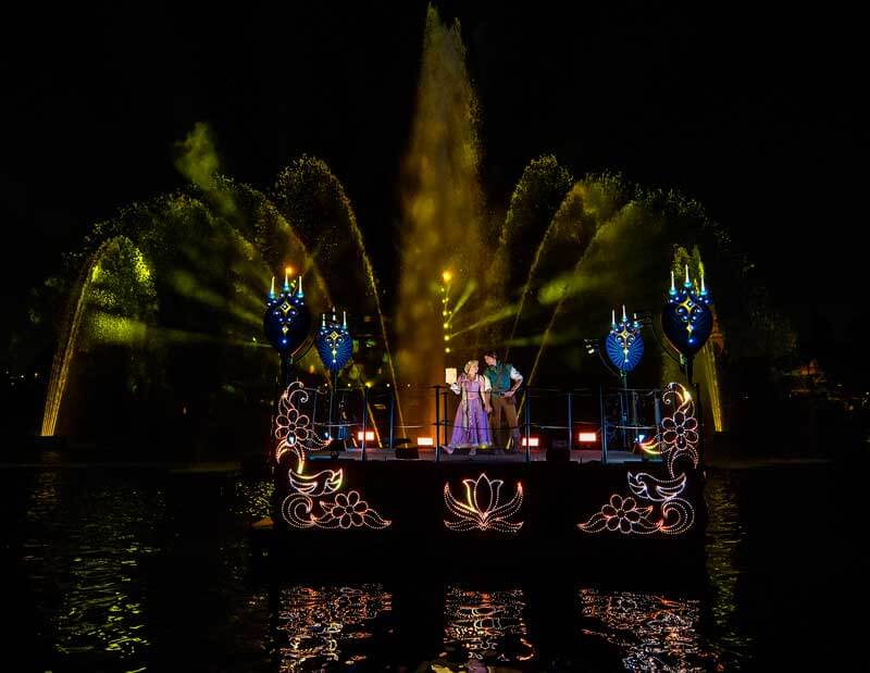 New Disneyland Fantasmic! - Rapunzel and Flynn Rider
