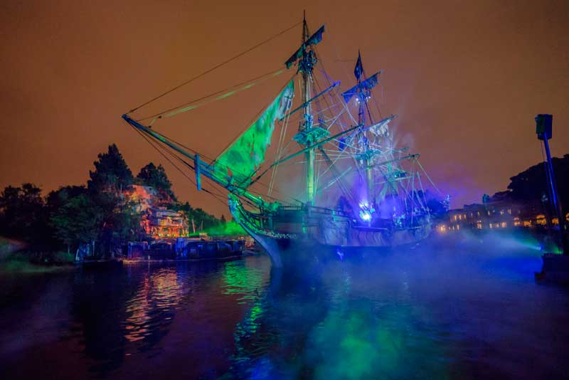 New Disneyland Fantasmic! - Pirates of the Caribbean