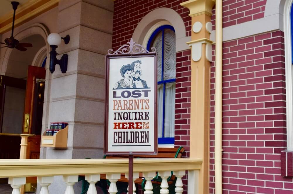 How to Avoid Losing a Child at Disneyland - Disneyland Lost Parents Sign