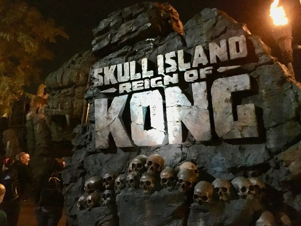Universal Express Pass - Reign of Kong Sign