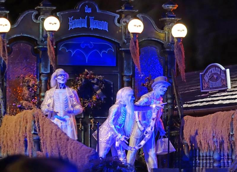Mickey's Not So Scary Halloween Party 2018 - Hitchhiking Ghosts