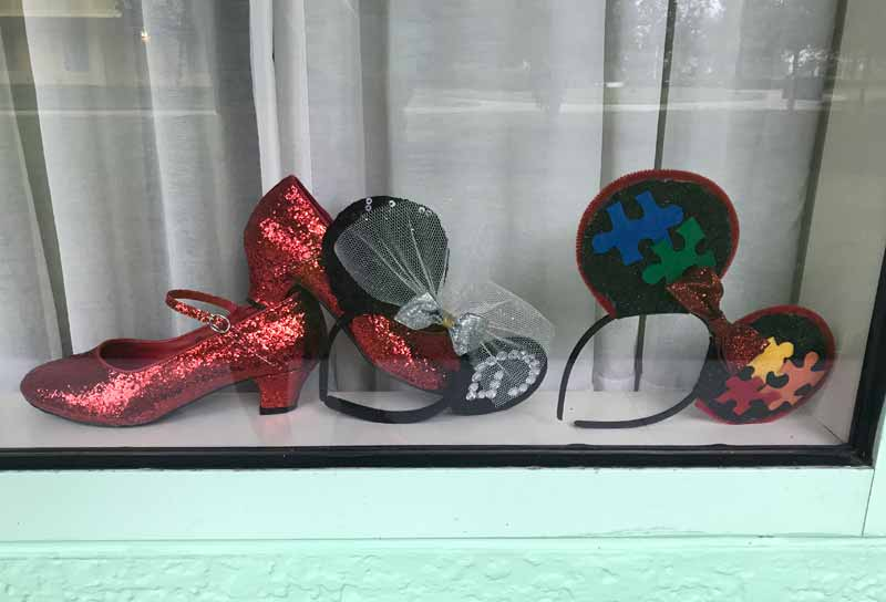 Decorating Your Disney Resort Window - Ruby Slippers and Mouse Ear Headbands
