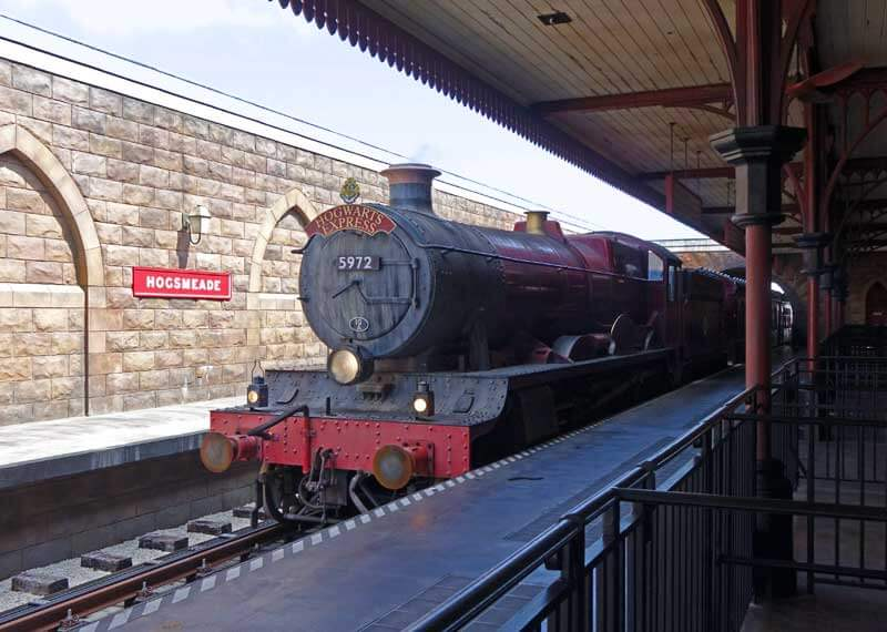 Christmas in The Wizarding World - Hogwarts Express