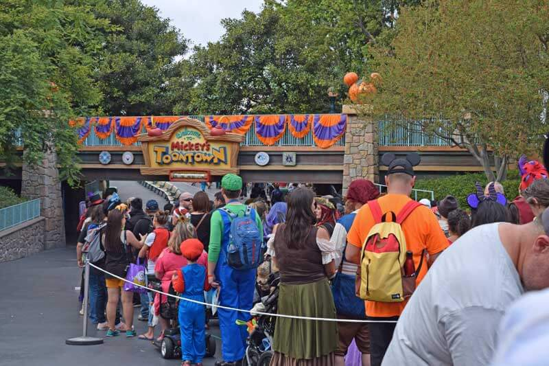 disneyland halloween time party 2018 line in toontown