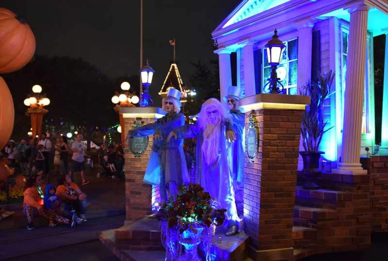 Disneyland Halloween Time - Mickey's Halloween Party 2017 - Hitchhiking Ghosts in Frightfully Fun Parade
