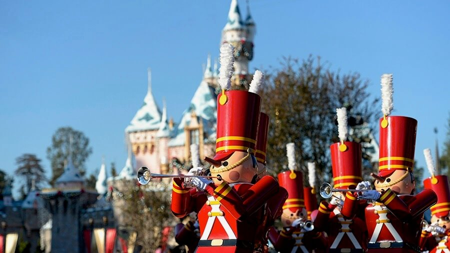 Holidays at the Disneyland Resort Begins Nov. 10