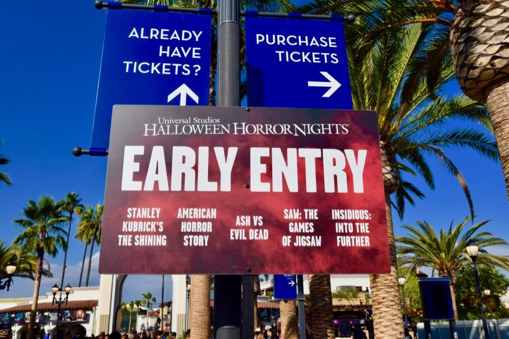 guide to halloween horror nights hollywood 2017 early entry signage - How Much Are The Halloween Horror Night Tickets