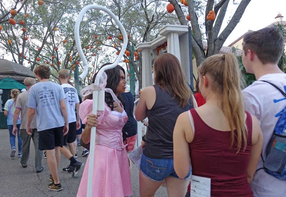 Universal Orlando Halloween Horror Nights 27 Trick 'R' Treat Scare Zone
