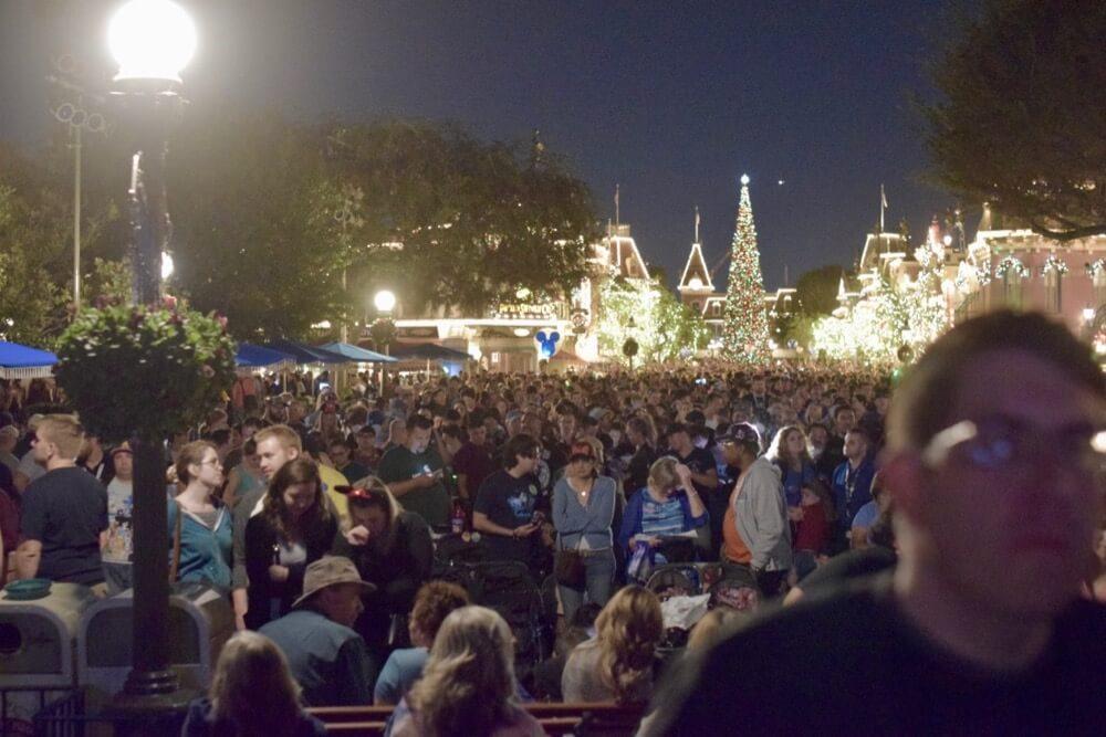 Disneyland Thanksgiving- Busy Main Street U.S.A.