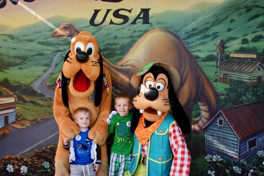 We're Going to Disney - Goofy, Pluto and Guests