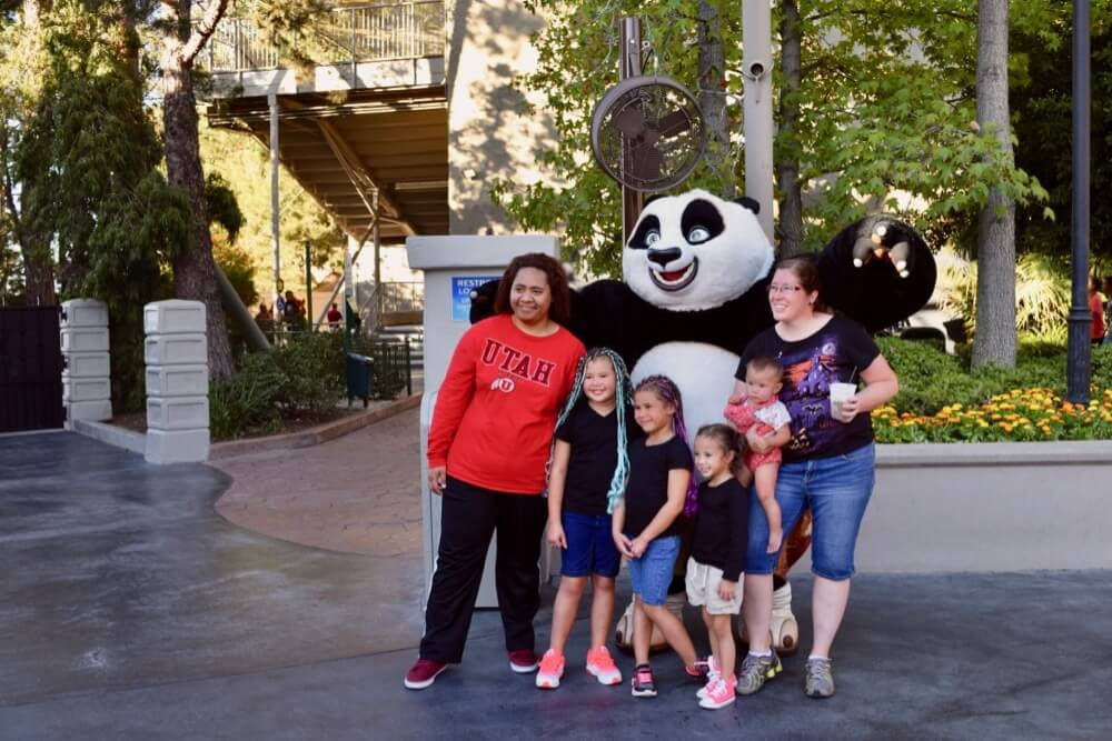 Entertaining Small Children at Universal Studios Hollywood - Guests with Po