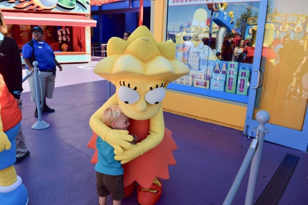 Entertaining Small Children at Universal Studios Hollywood - Lisa Simpson and Child