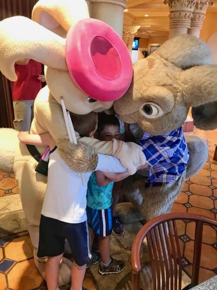 1017universals-superstar-character-hop-bunnies