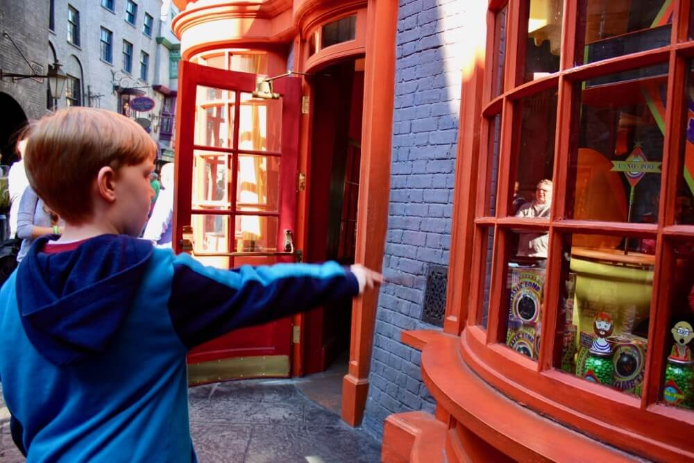 Wizarding World of Harry Potter - Wands at Diagon Alley