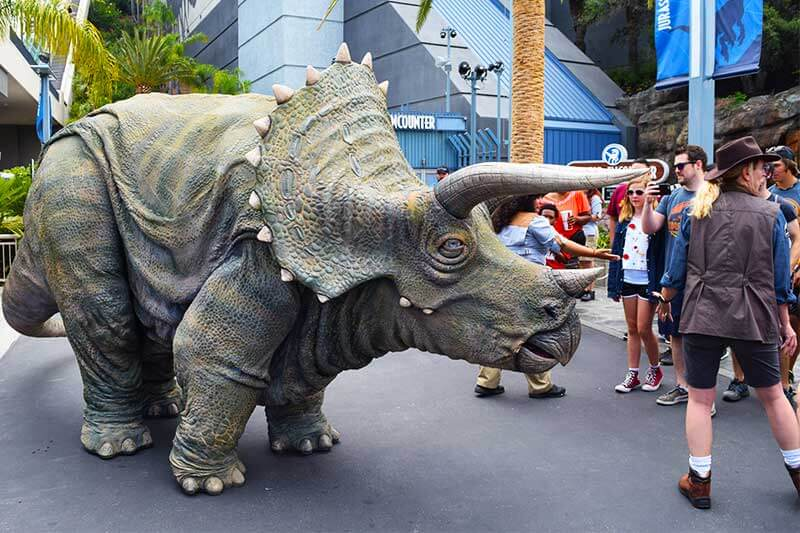 Fun Guide to Universal Studios Hollywood Character Spotting-dino