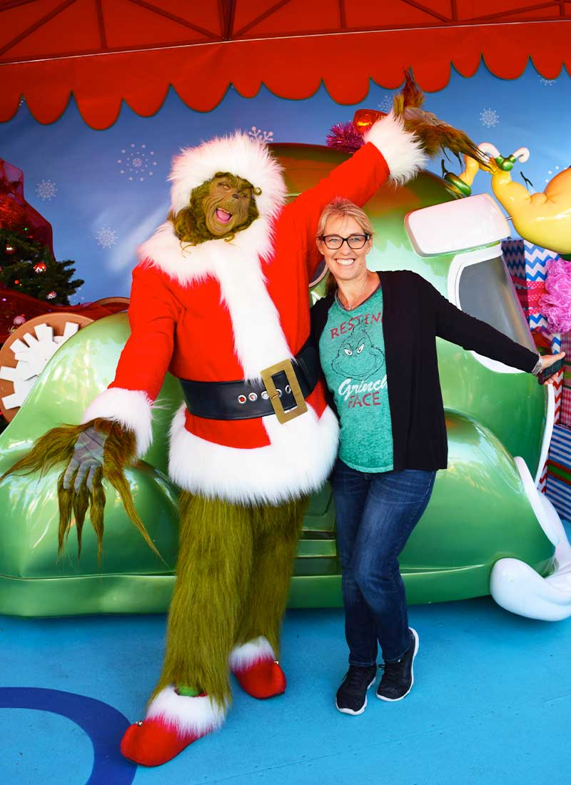 Fun Guide to Universal Studios Hollywood Character Spotting-grinch