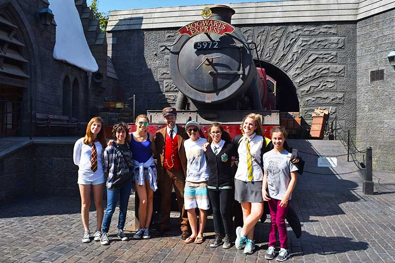 Fun Guide to Universal Studios Hollywood Character Spotting-conductor