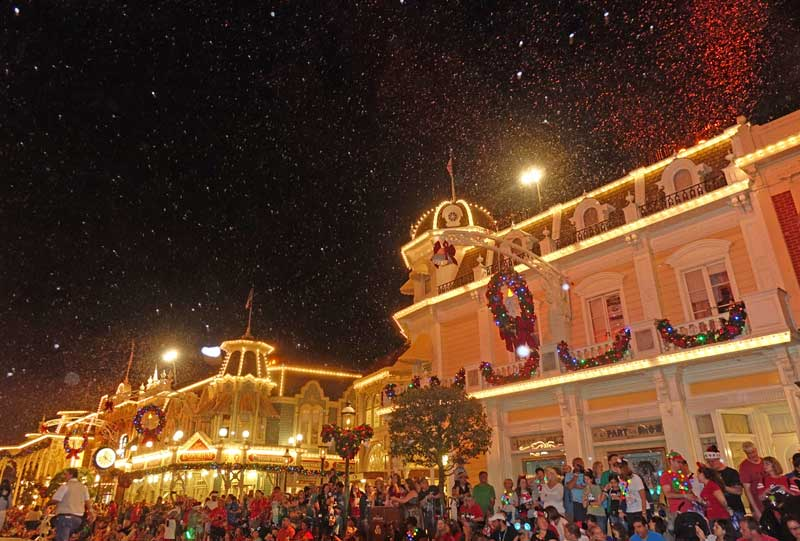 Mickey's Very Merry Christmas Party 2018 - Snowfall on Main Street