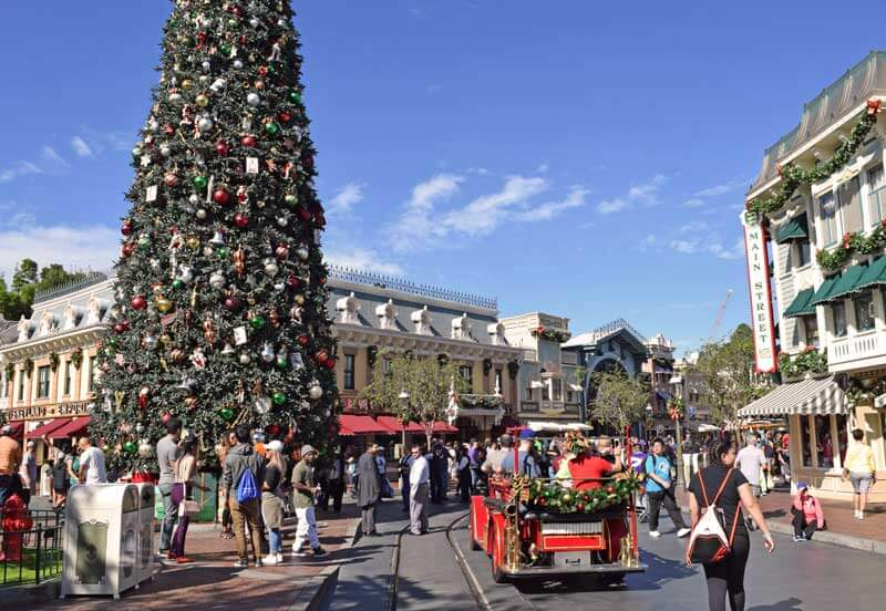 holidays at disneyland 2018 main street christmas decorations - Disneyland Christmas Decorations