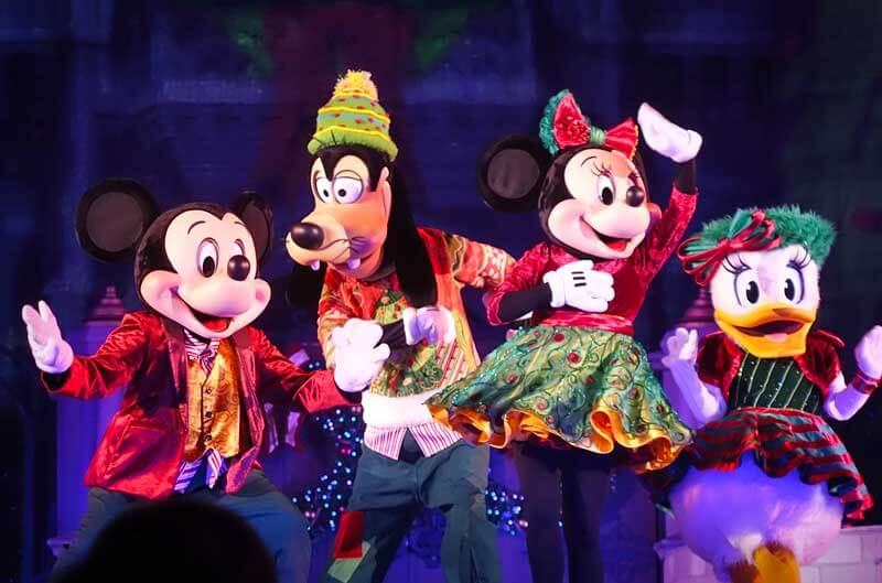 Mickey's Very Merry Christmas Party - Mickey and Gang