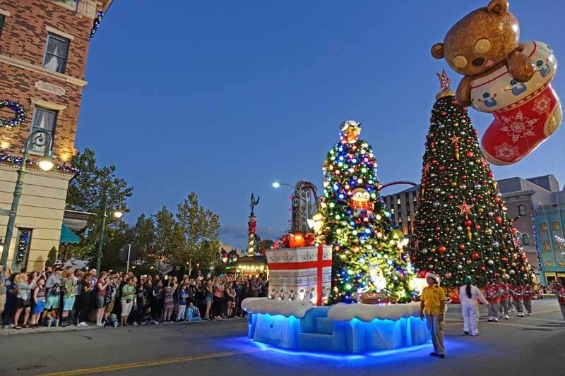 universals holiday parade featuring macys holidays at universal orlando