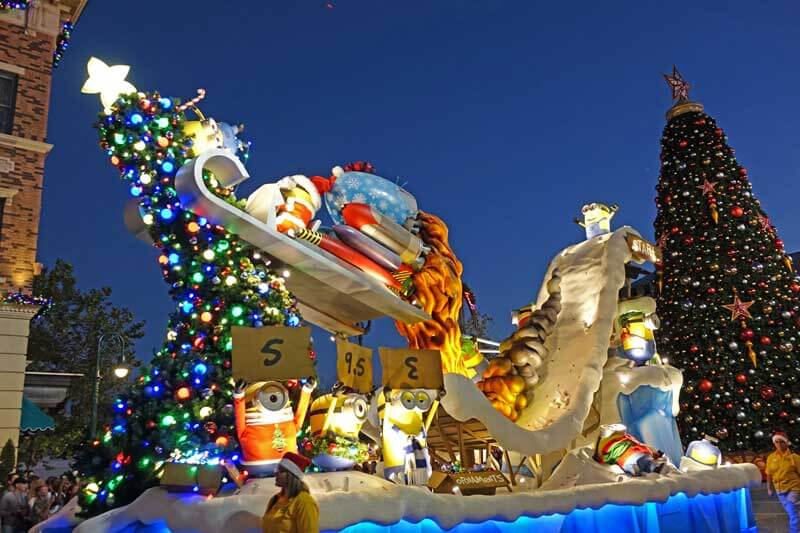 universals holiday parade featuring macys holidays at universal orlando despicable me float