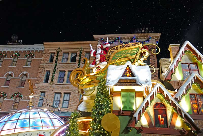 Universal's Holiday Parade featuring Macy's - Santa - Holidays at Universal Orlando