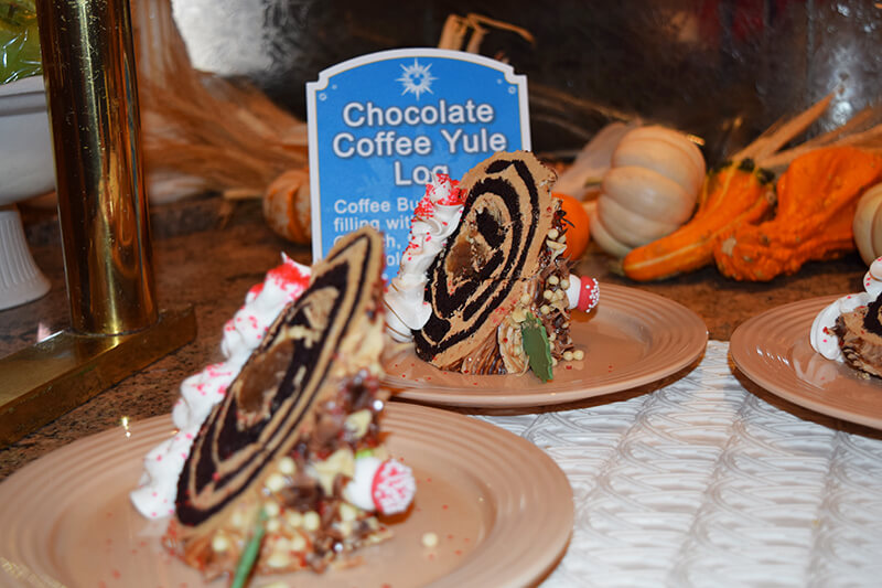 10 Disneyland Holiday Tips - Holiday dessert