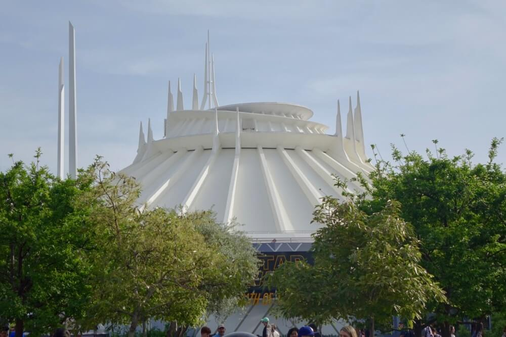 Best Queues at Disneyland - Space Mountain