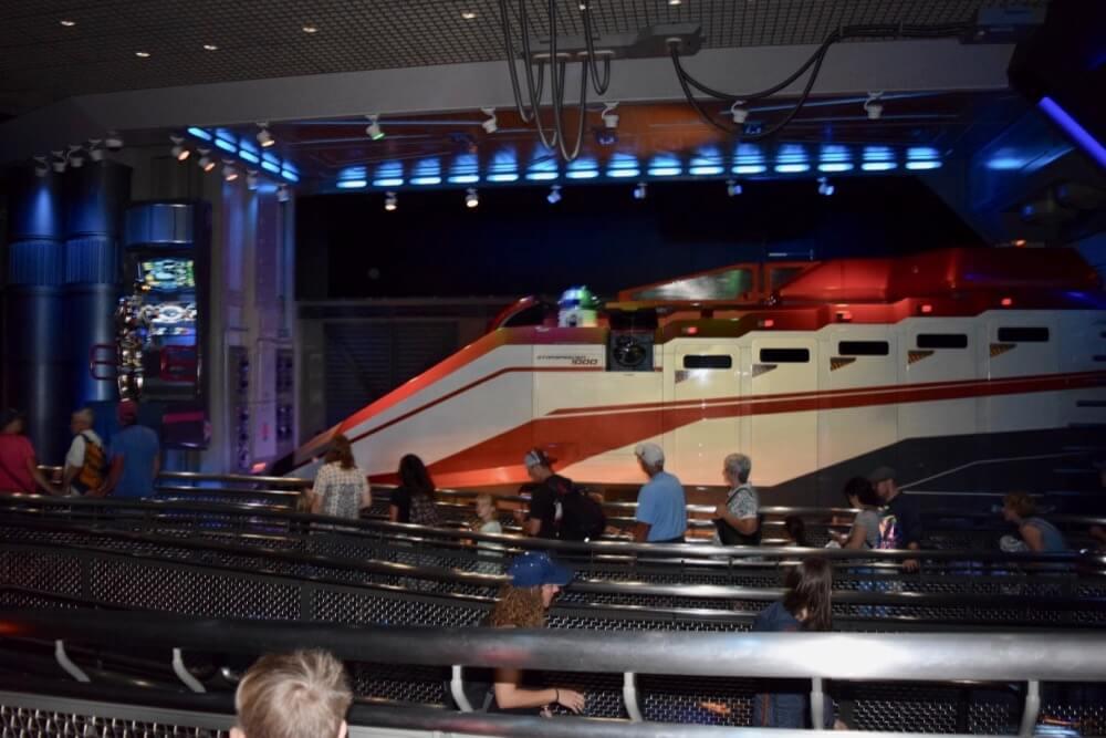 Best Queues at Disneyland - Star Tours Star Speeder