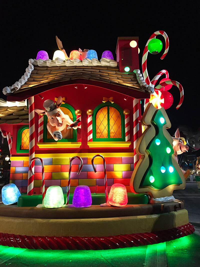 New Universal Holiday Parade, Christmas at Hogwarts Show Is Set to Debut