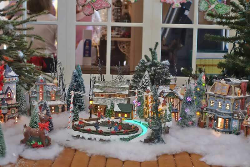 Disney World Resort Christmas Decorations - Disney's Grand Floridian Gingerbread House Items