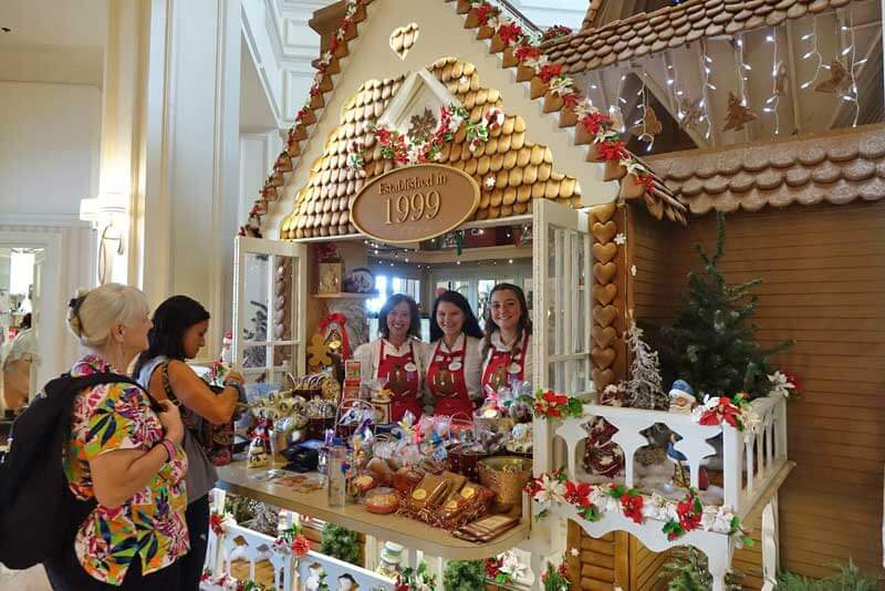 Disney World Resort Christmas Decorations - Disney's Grand Floridian Life-Size Gingerbread House