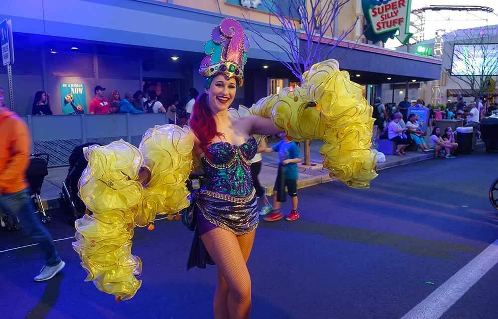 Universal Mardi Gras - Street Performer
