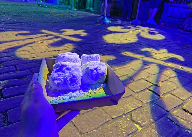 Universal Studios Mardi Gras Food - Beignets - Universal Mardi Gras Tasting Lanyard