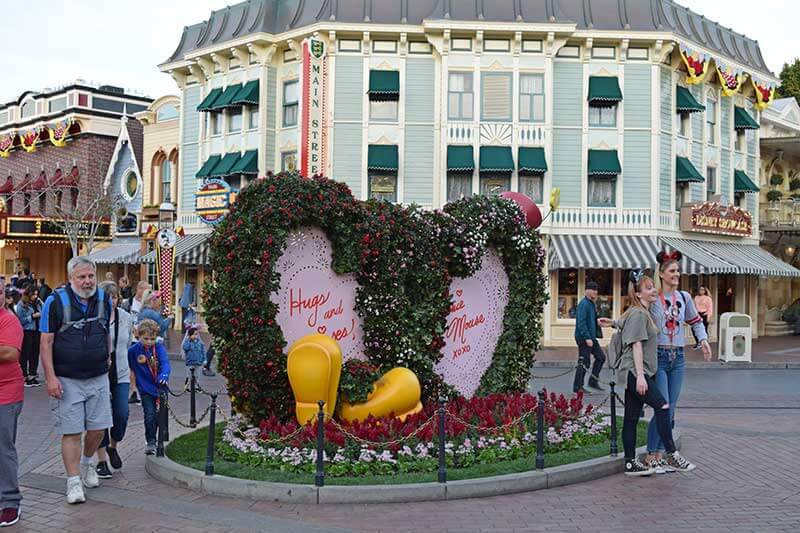 Romantic Things To Do at Disneyland - Photo Op