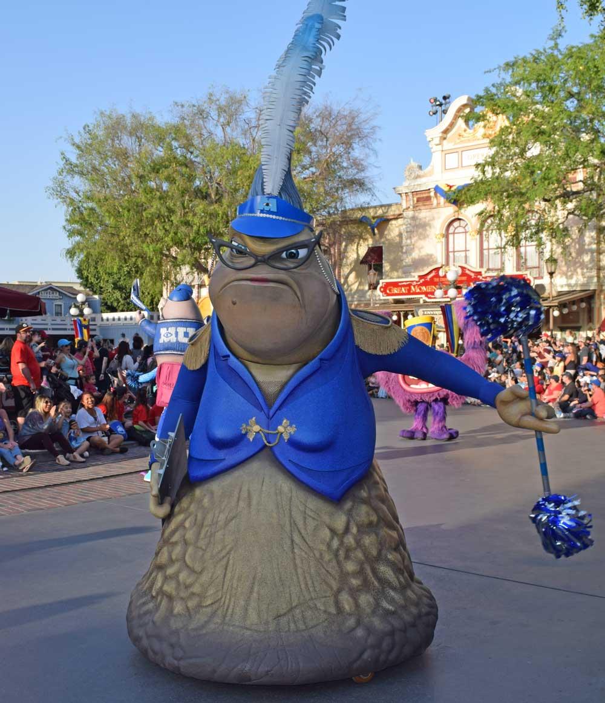Disneyland Pixar Fest - Pixar Play Parade - Roz