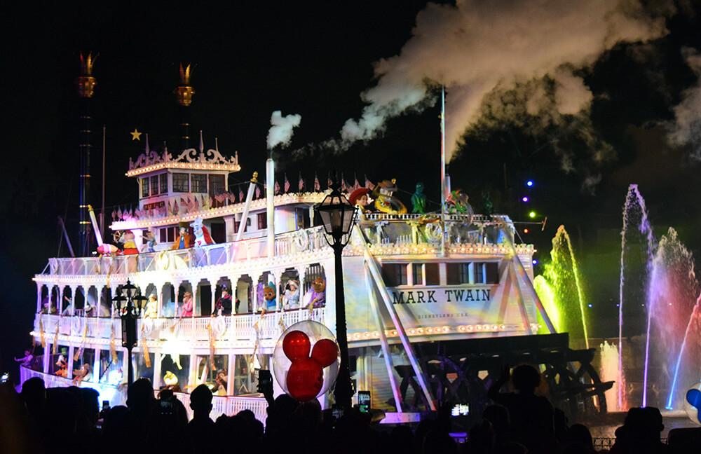 Disneyland Fanstasmic! - Viewing Areas