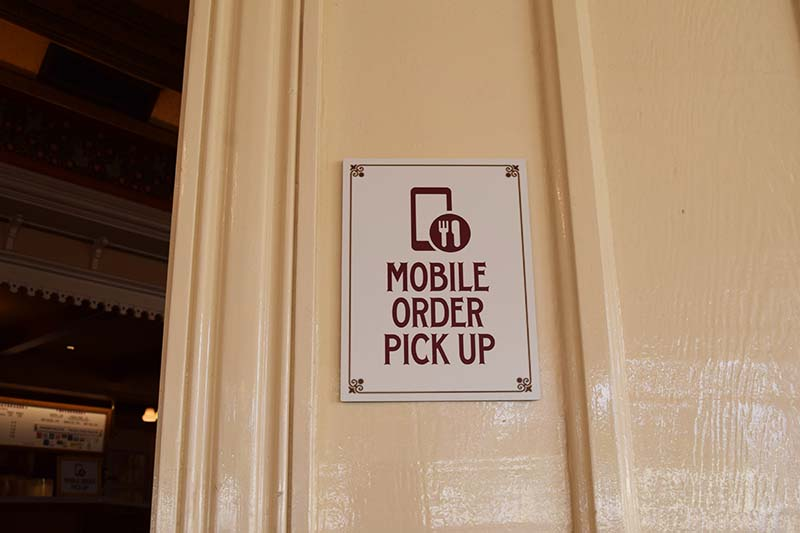 Getting the Scoop on Disneyland Mobile Order Service - Mobile Order Pick Up
