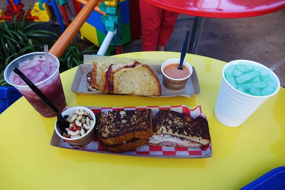 Toy Story Land - Woody's Lunch Box