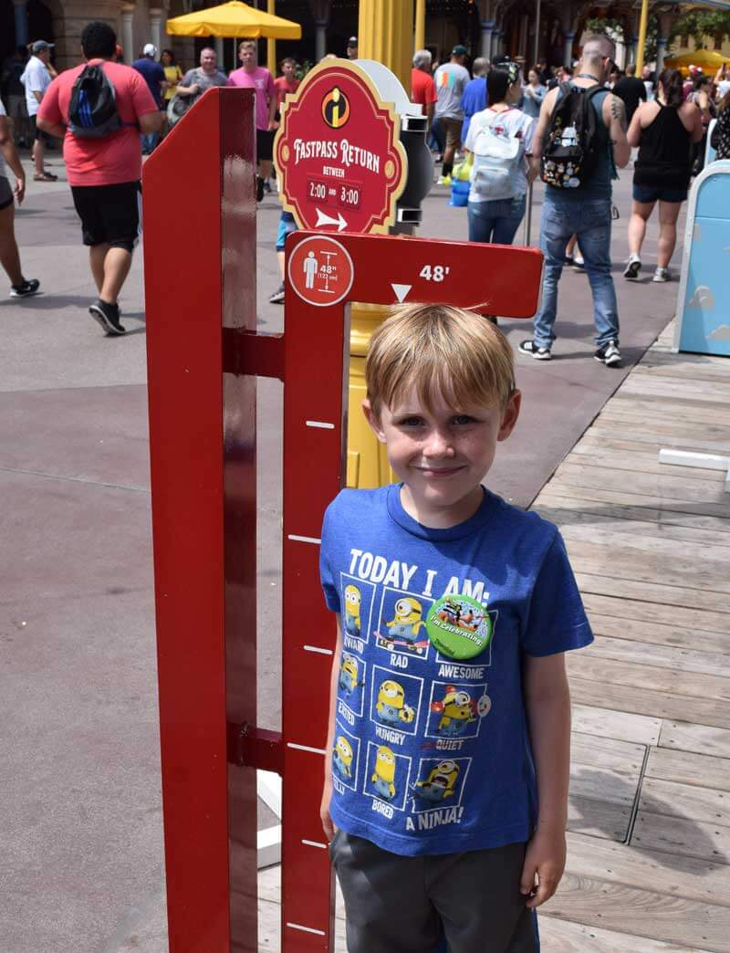 7cb6dd469 Guide to Disneyland Height Requirements & Rider Switch