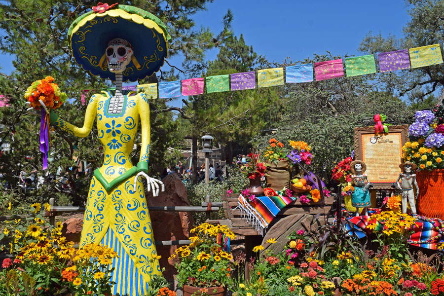 Disneyland Halloween Time 2019 - Dia de los Muertos Display