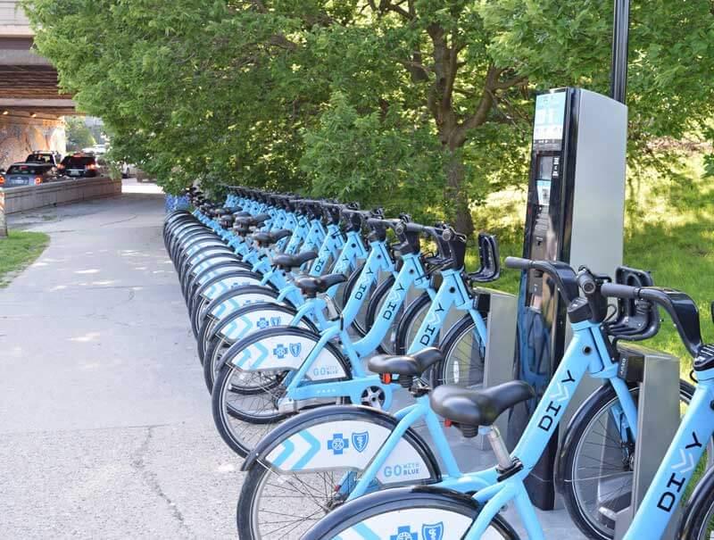 Chicago Lakefront Trail Bike Ride - Divvy Bike