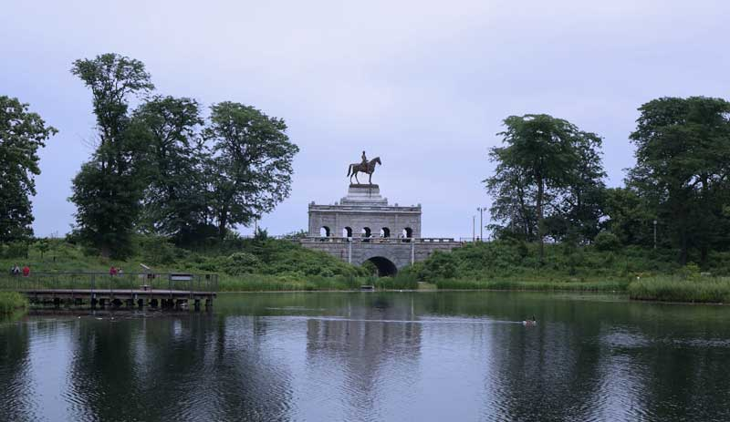 Chicago Lakefront Trail Bike Ride - Lincoln Park