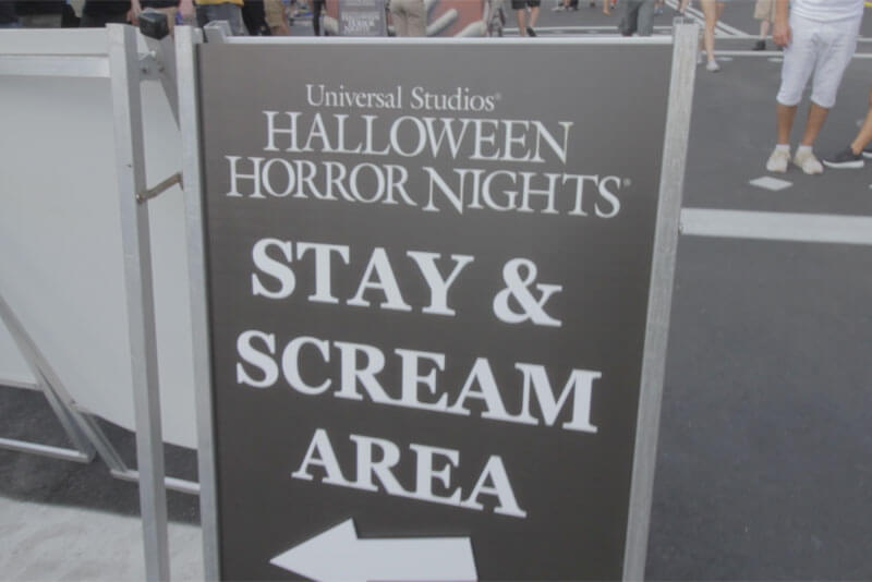 Halloween Horror Nights Early Entry - Stay & Scream Sign