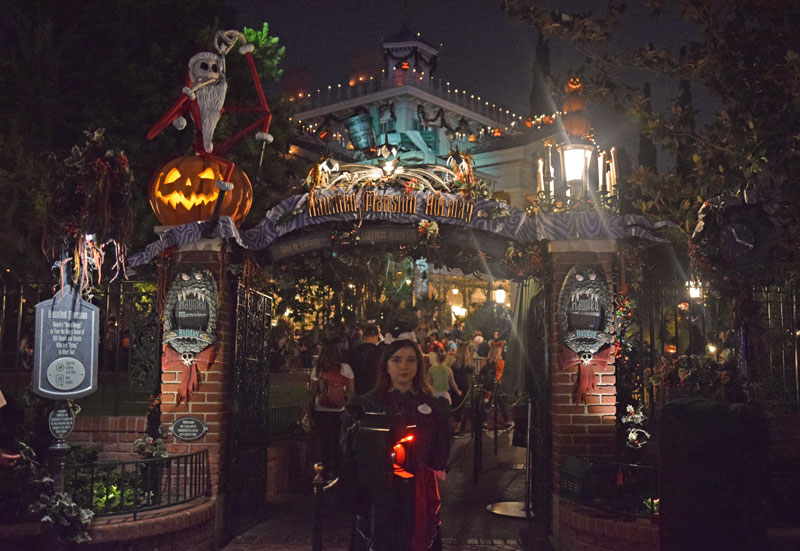 Haunted Mansion Holiday at Mickey's Halloween Party 2018 - Disneyland Halloween Time 2018