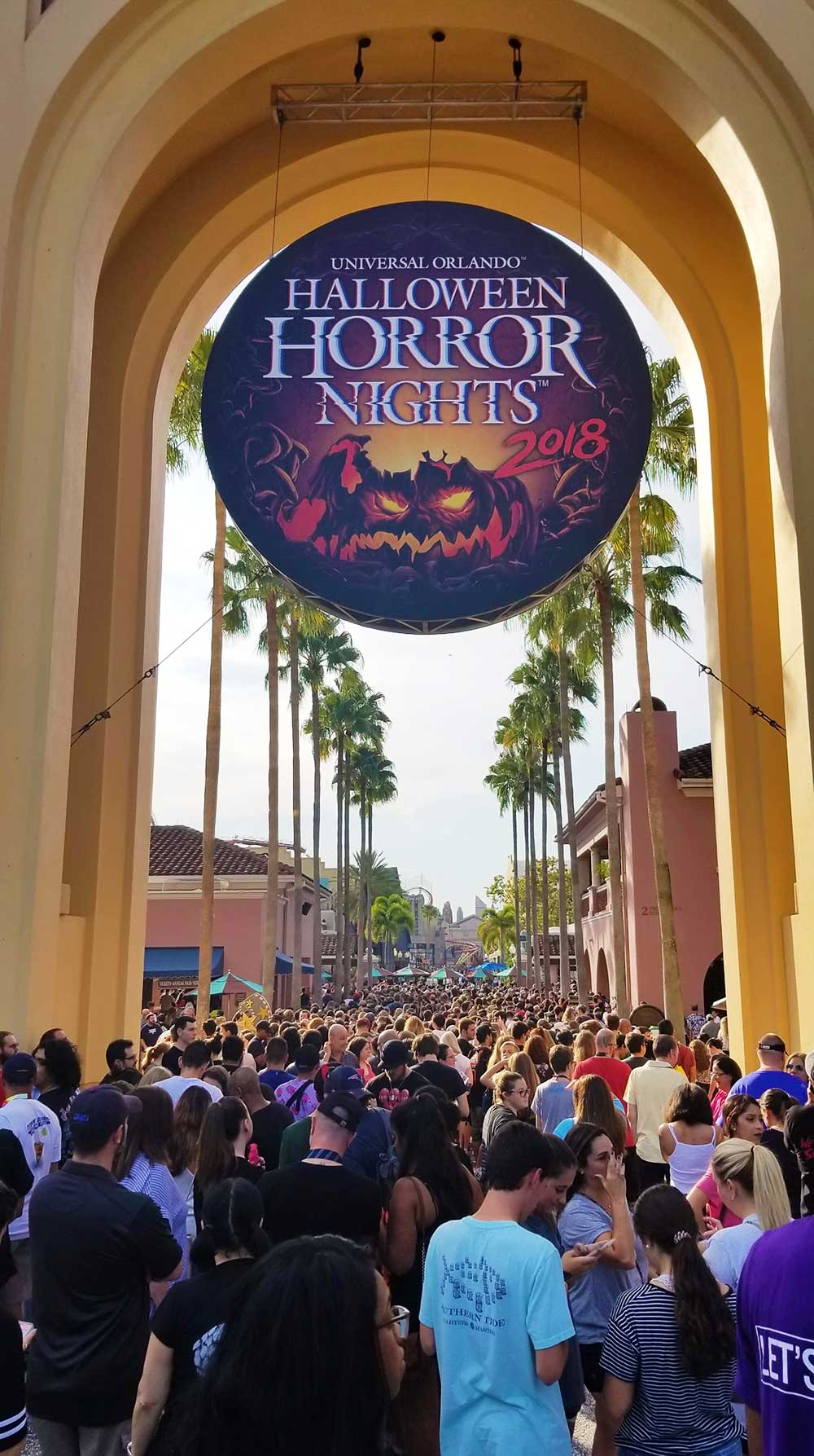 Halloween Horror Nights 28 - Crowds